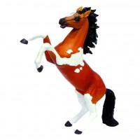 Скачущая пятнистая лошадь